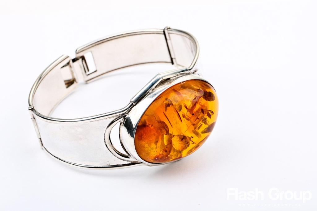 usługi fotograficzne poznań, fotografia produktowa, srebrny pierścionek z bursztynem