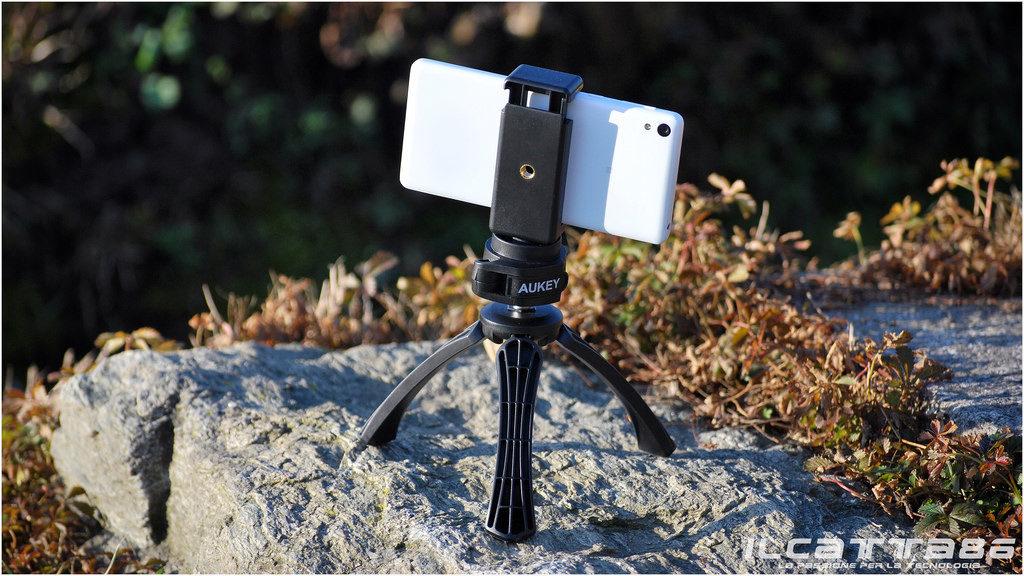 smartfon na statywie
