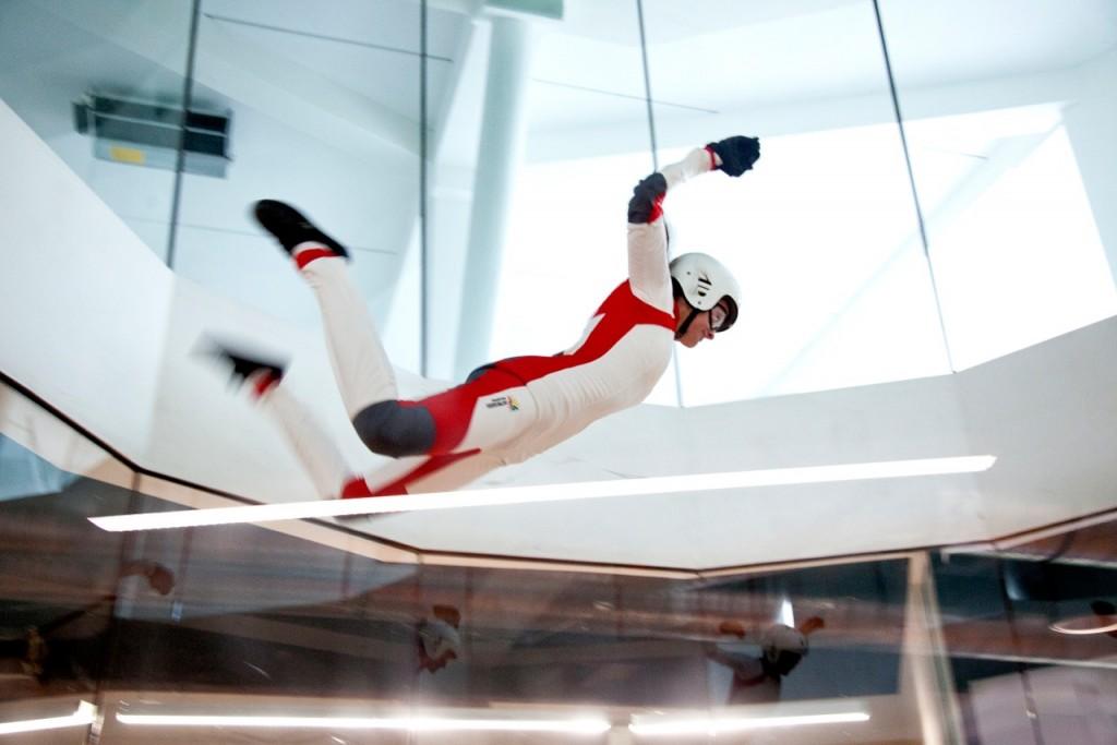 Latanie w pomieszczeniu – nowa aktywność fizyczna i rozrywka