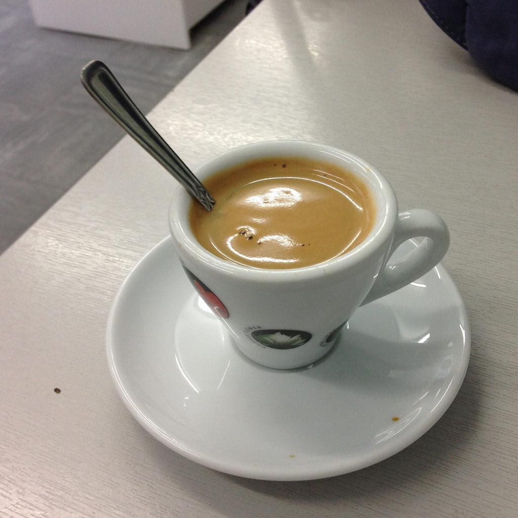 Robimy kawę w podróży – małe i poręczne ekspresy ciśnieniowe