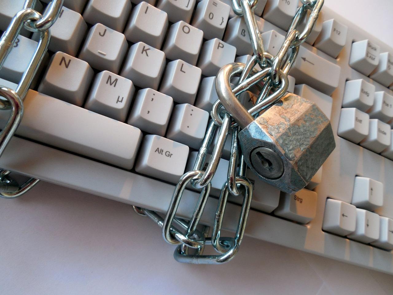 Nowe zagrożenia internetowe w miejscach publicznych