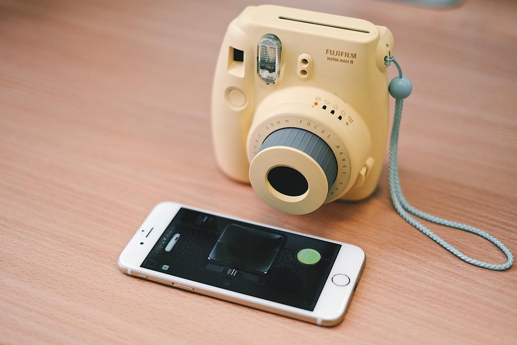 Zdjęcia natychmiastowe wracają z Fujifilm