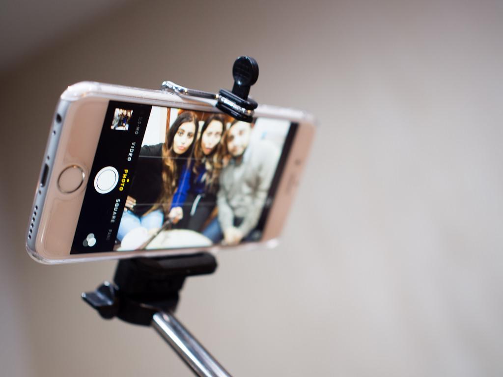 Uchwyt selfie i mikro statyw – akcesoria fotograficzne do smartfonów